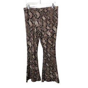No Boundaries Snakeskin Bootcut Knit Pull On Pants
